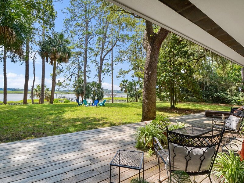 "Waterfront ""State of Mind"" vintage home., vacation rental in Bluffton"