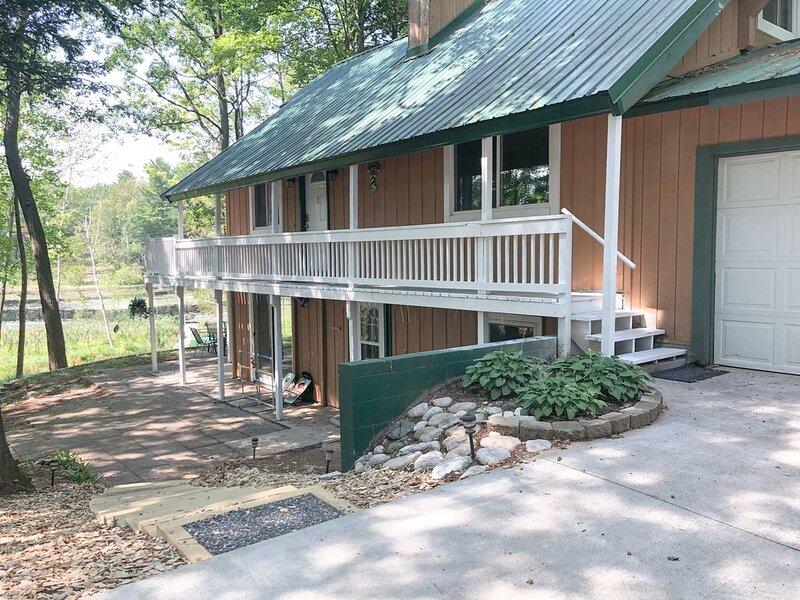 Blue Gill Lakehouse | Spacious 5 Bedroom Home, aluguéis de temporada em South Boardman