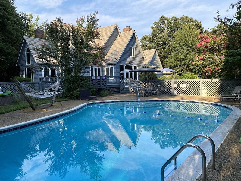 Mountain Oasis- Private Pool!, holiday rental in Nellysford