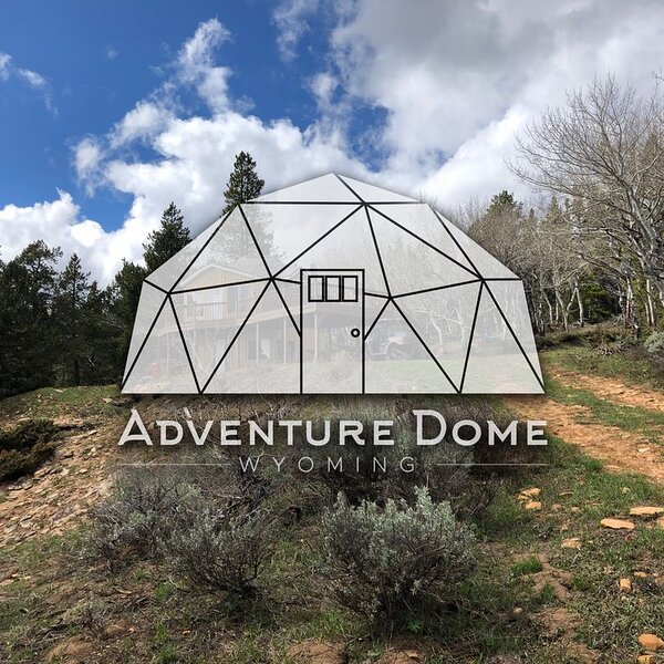 Adventure Dome - Wyoming Geodesic Cabin Escape, holiday rental in Bar Nunn