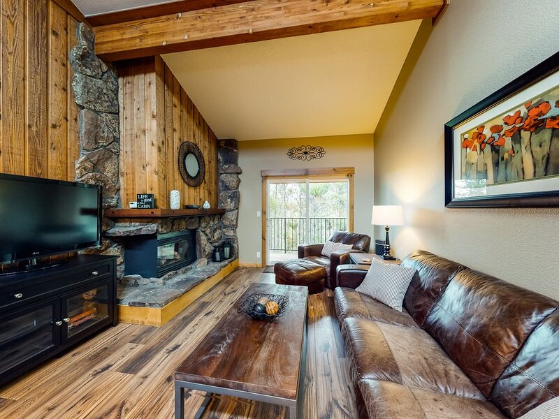 New listing! Cozy condo w/ shared pool & hot tub - easy access to town and ski, vacation rental in Winter Park