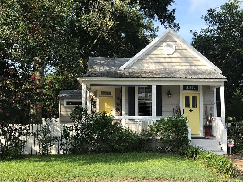 'BIG DOG' friendly,  beautiful historic cottage with pool, alquiler vacacional en Bay Saint Louis