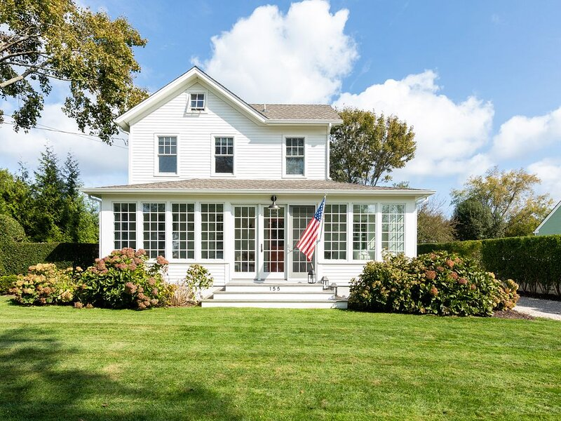 Stroll to Beaches & Town! Beautifully Renovated 1890s Farmhouse, vacation rental in Southold