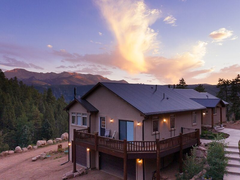 Beautiful Mountain getaway with incredible views of Pikes Peak, aluguéis de temporada em Woodland Park