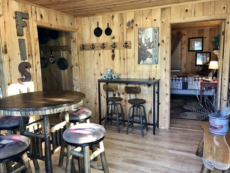Lake of the Woods Cabin & Shed with Marina Slip, location de vacances à Warroad