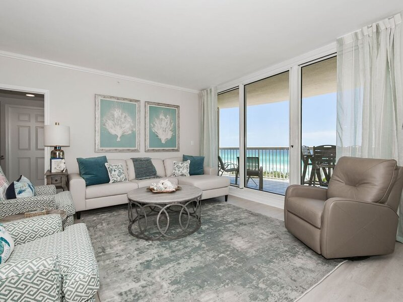 Beachfront chic 3-bed, 3-bath w/private balcony!, holiday rental in Niceville