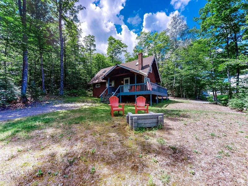 Rural dog-friendly cabin w/deck, gas grill, firepit, wood stove & great location, vacation rental in West Forks