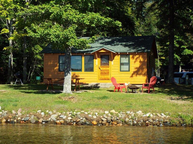 The Bella Loon Cabin on South Twin Lake, aluguéis de temporada em Watersmeet