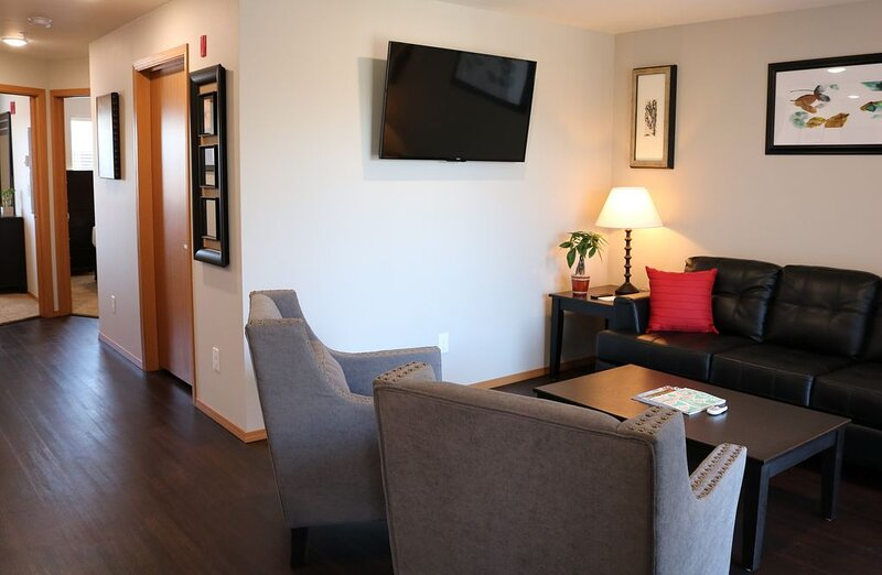 Autumn Leaf Furnished Apartments - Apartment, 2 Bedrooms, holiday rental in Cheney