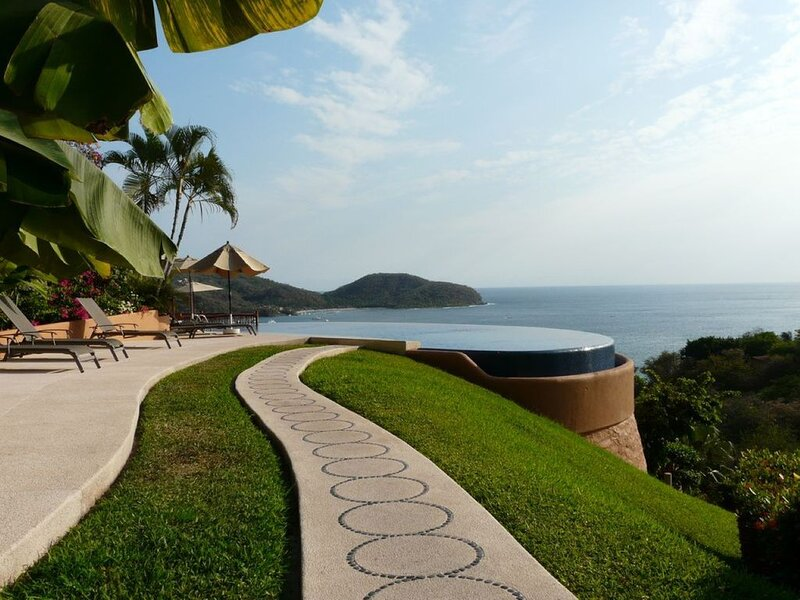 Beautiful 1 bedroom Condo above La Ropa Beach, aluguéis de temporada em Petatlan