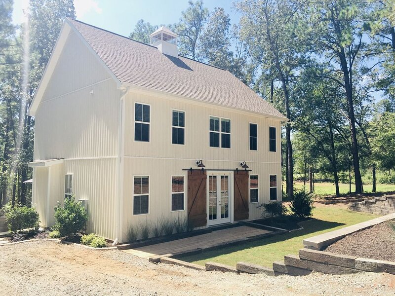 BARNGALO RETREAT!!! GREAT MASTERS & HORSE EVENTS RENTAL!!!, vacation rental in Graniteville