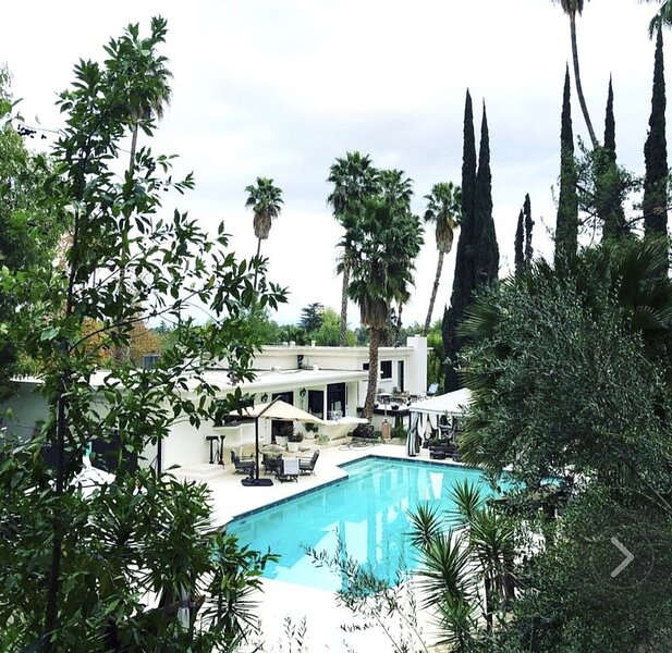 Paradise contemporary oasis villa, vacation rental in Bell Canyon