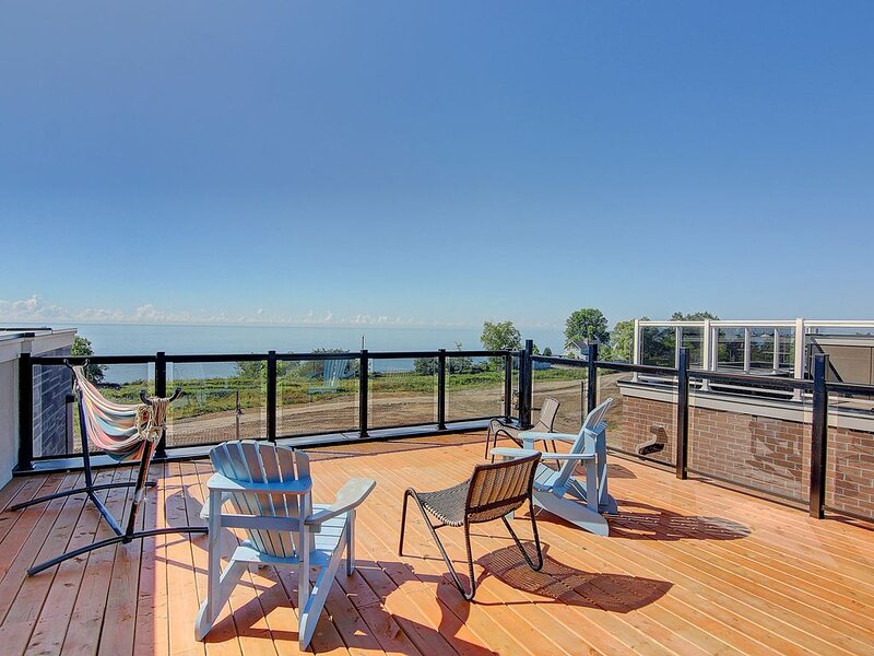 Luxury Waterfront Bowmanville getaway home!, vacation rental in Port Hope