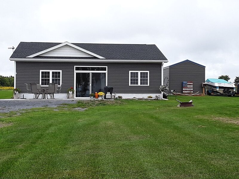 Three bedroom lakefront Cottage Point Peninsula Chamount Bay, holiday rental in Dexter