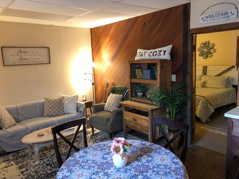 Cozy Apt in Harpers Ferry by the lake!, holiday rental in Kearneysville