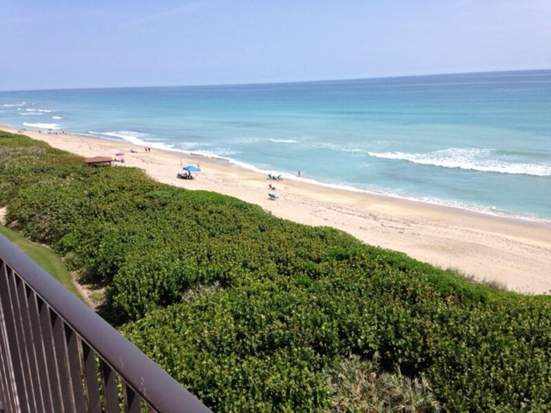 Ocean front corner unit 6th floor, vacation rental in Jensen Beach