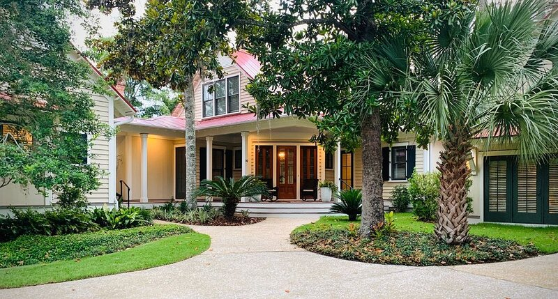 Updated Luxury Waterfront 4300 sq.ft. Private Village home!, holiday rental in Hardeeville
