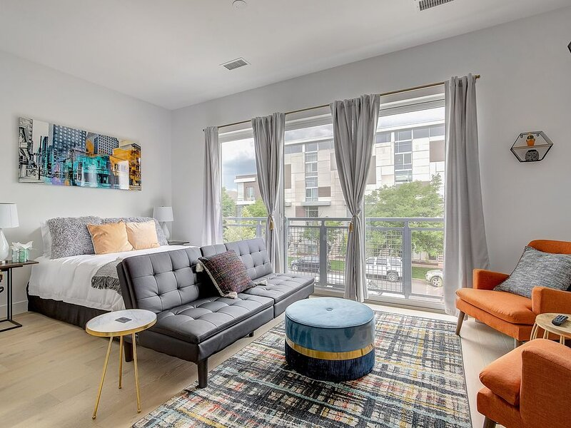 Charming Studio in the Heart of the RiNo District!, holiday rental in Commerce City