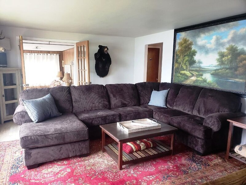 YEAR ROUND WATERFRONT RENTAL WITH DOCK IN DOWNTOWN STURGEON BAY, vacation rental in Algoma