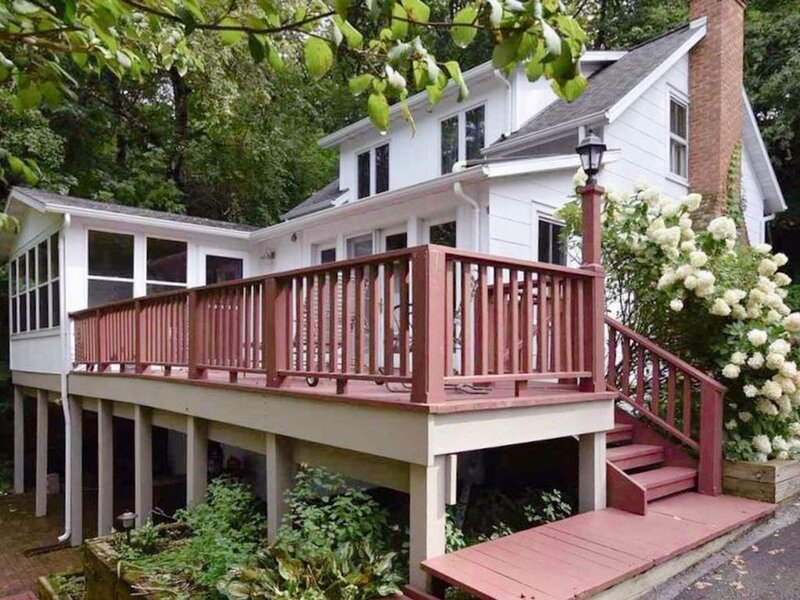 Lakefront Beauty Inside and Out, holiday rental in Marquette