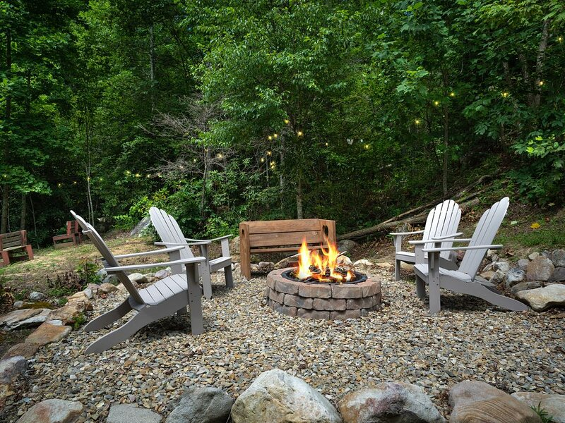 PRIVACY, VIEWS, AND A CREEK AT THIS BEAUTIFUL CABIN, vacation rental in Cosby