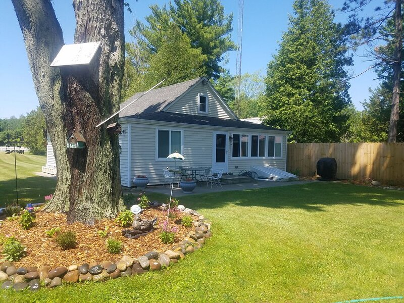 Luxurious And Elegant Home On Lake Huron, location de vacances à Forester Township