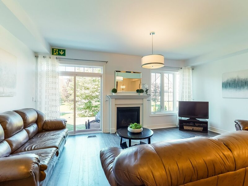 Brand-new retreat w/open concept, shared pool (kids' pool also!), holiday rental in Nottawa