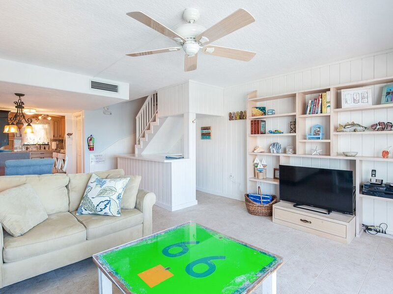 New listing! Bayfront townhouse in yacht club w/ shared pool & private boat slip, holiday rental in Matecumbe Key