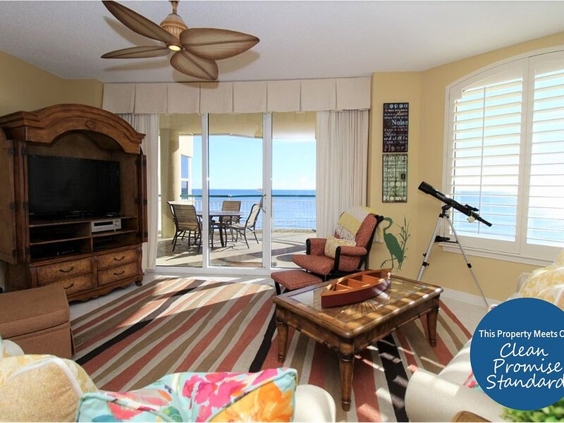 Beautiful Beach Colony Unit with Huge Gulf Front Balcony & Stunning Views!, location de vacances à Perdido Key