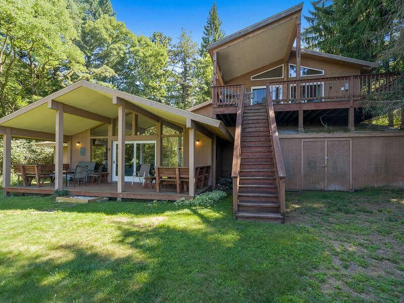 An ever-changing kaleidoscope of nature's best colors will enchant you at Piece, vacation rental in Deer Park