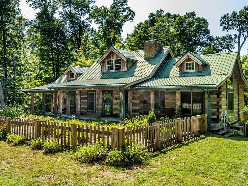 Still Waters Log Cabin, vacation rental in Morgantown