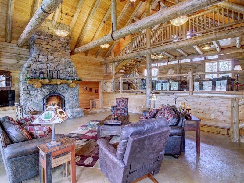 1009 Bear main hs · 7000 sq ft water front home, dock, kayaks, theater, casa vacanza a Park Rapids