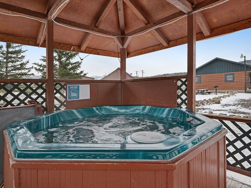 Two comfortable cabins w/ shared hot tub -  in the heart of South Fork - dogs OK, holiday rental in South Fork