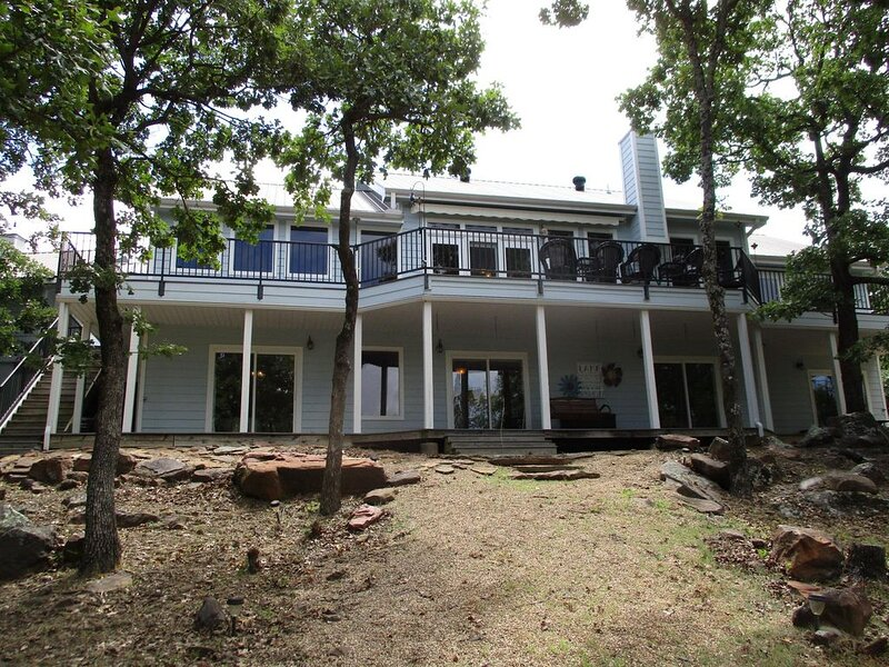Stunning Lakefront home with gorgeous views & plenty of room., alquiler de vacaciones en Eufaula