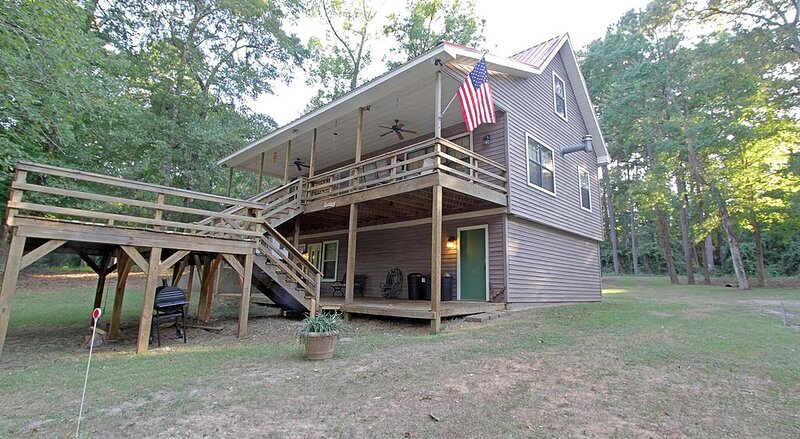 Easy On The Bend - Lakefront Cabin on south Toledo Bend, casa vacanza a Vernon Parish