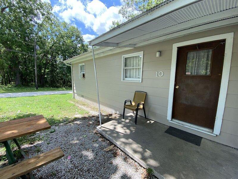 Hickory Grove Hideaway Cabin 10, casa vacanza a Half Way