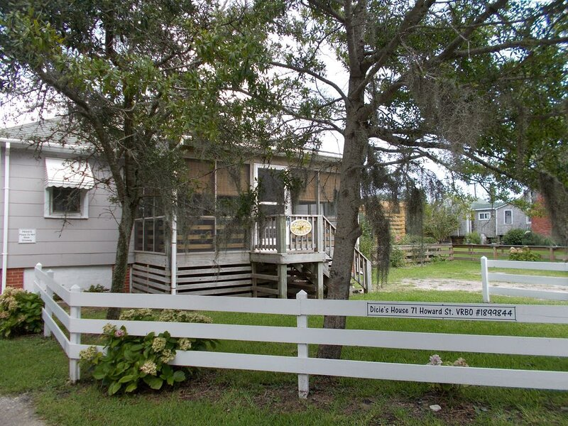 Winter Rates Reduced, Howard St, Sweet Vintage Cottage for Couples Retreat., aluguéis de temporada em Ocracoke