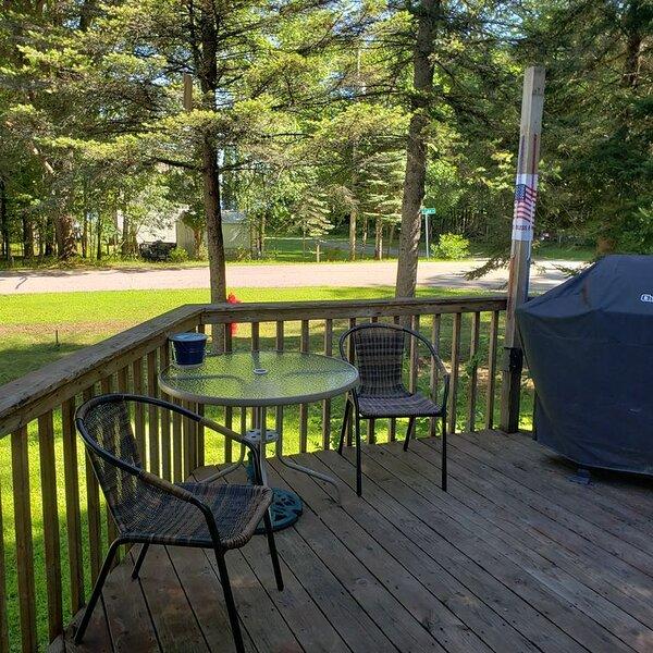 Lake Life Getaway! Campfires & s'mores. Grillouts and Lake views, holiday rental in Cecil