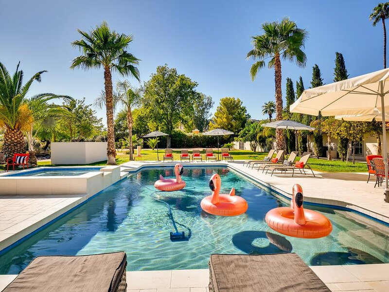 PARADISE VALLEY 7BR/4BA ESTATE WITH HEATED POOL- SLEEPS 16!, vacation rental in Paradise Valley