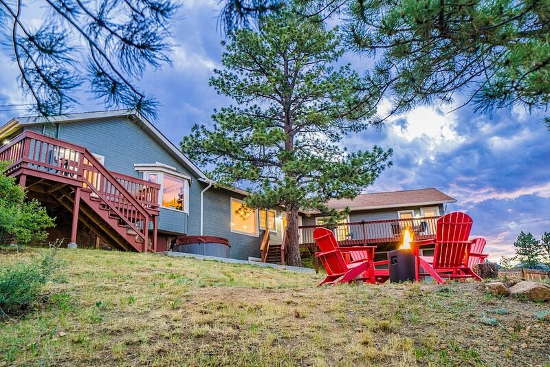 3BR HOME AT LAKE W/ HOT TUB, DECK, VIEWS, FIRE PIT, holiday rental in Drake