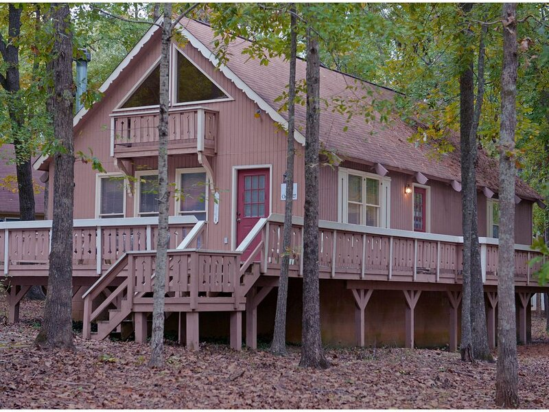 Pine Mountain Club Chalets - Offlake Three Bedroom #27 - Pet Friendly, aluguéis de temporada em Pine Mountain Valley