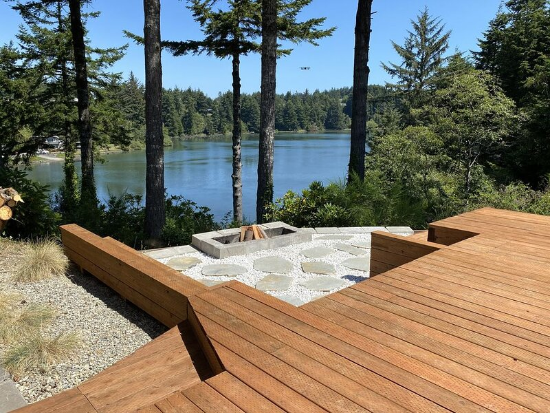Luxury Cabin~Panoramic Water Views~Private Getaway, holiday rental in North Bend