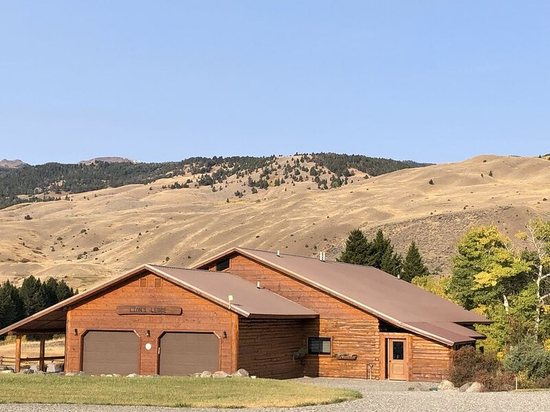 Lion's Ledge Mountain Escape, holiday rental in Emigrant