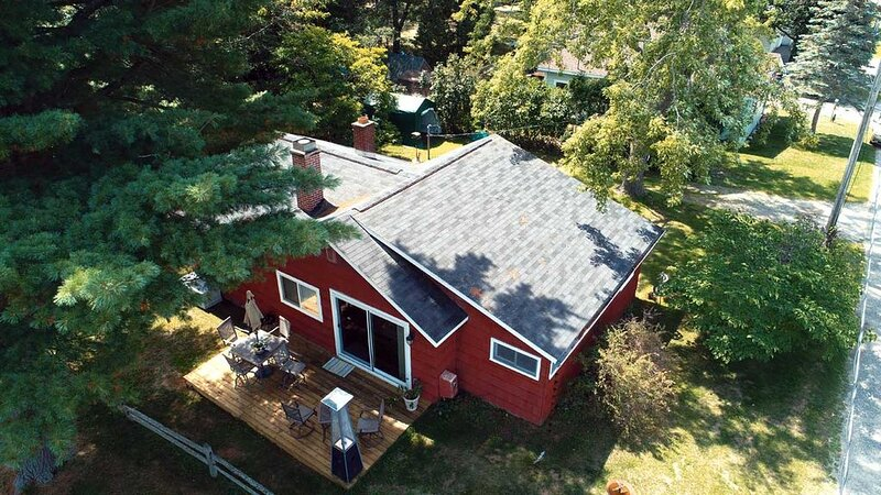Cute and cozy cottage with Lake Huron access, casa vacanza a Hale