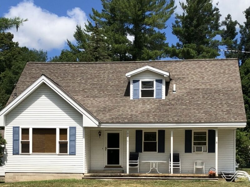 Your Walloon Home Away From Home (PORCH, FIRE PIT, WALK TO LAKE, ETC.), holiday rental in Walloon Lake