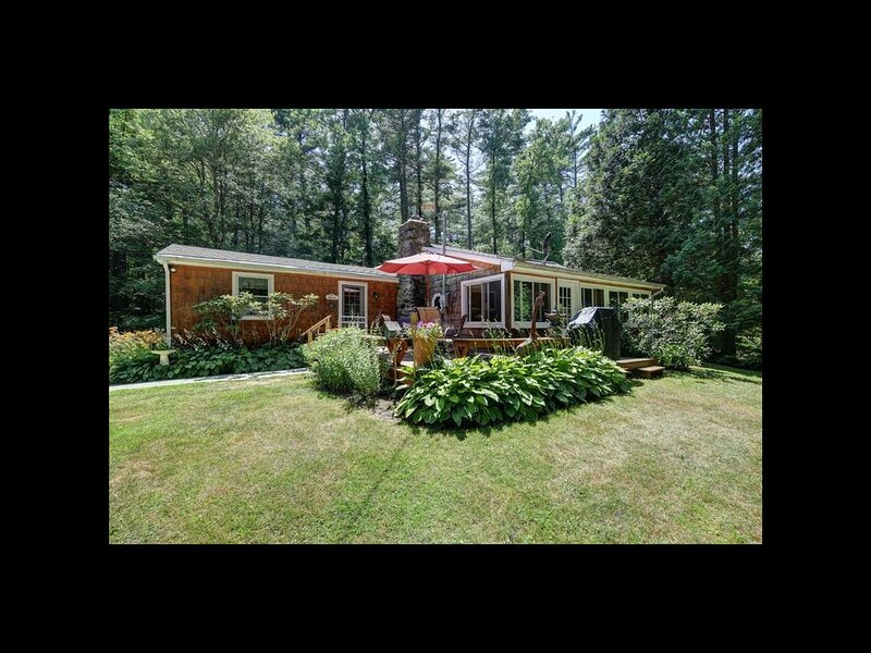 Cozy Berkshire home close to Lake Buel, Butternut and Great Barrington., holiday rental in Monterey