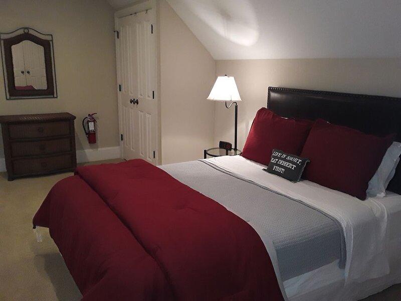 Daniel Island Furnished 1 Bed, 1 Bath Apt Over Garage (Min Stay 28 Days), vacation rental in Wando