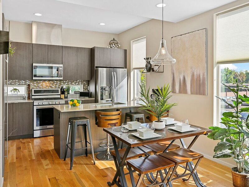 Private City Oasis with Breathtaking Rooftop Views, holiday rental in Edgewater