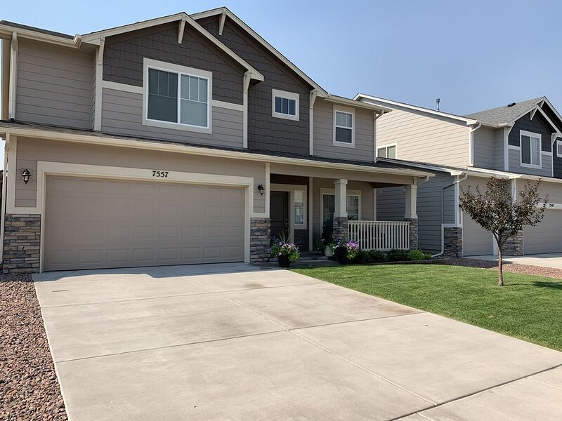 Beautiful Contemporary Craftsman Style Home, holiday rental in Cimarron Hills