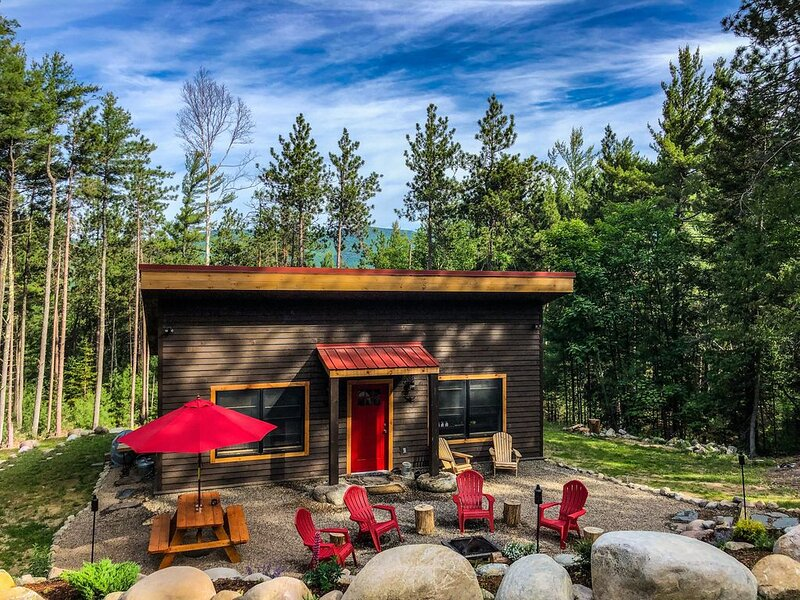 New construction cabin :: 5 minutes to Whiteface :: Hiking/Biking/Skiing, holiday rental in Wilmington